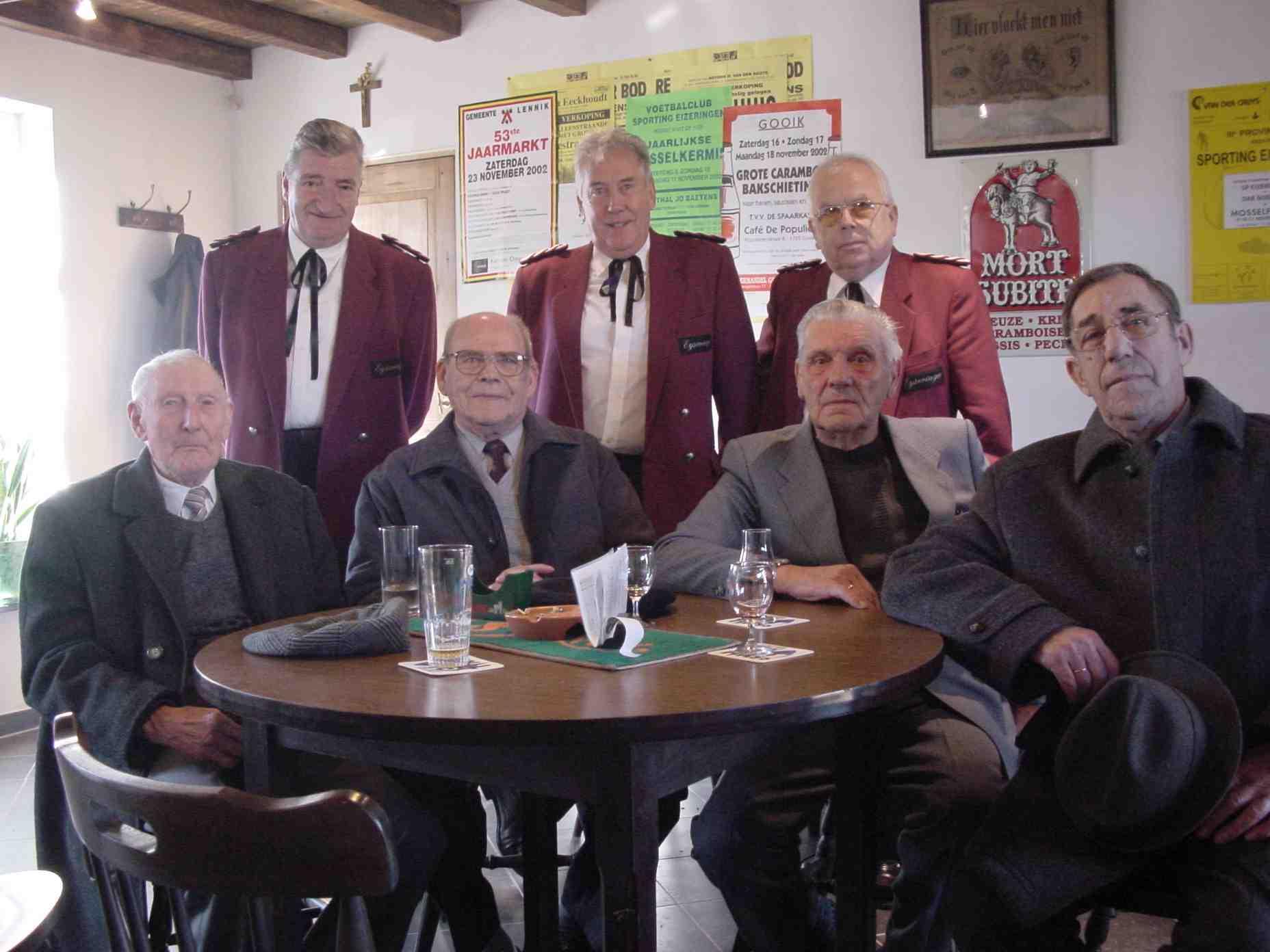 De oud-strijders en de wijze mannen van de fanfare